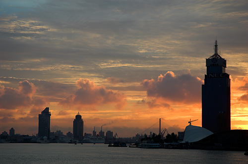 Moody sunrise @ Huangpu River